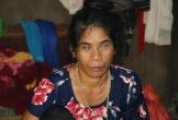 Hai lần bị chồng bỏ rơi, mẹ mù một mình nuôi con bại não