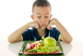 Cậu nhóc 12 tuổi gọi cảnh sát khi bố mẹ cho ăn rau