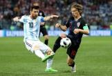Kịch bản 'điên rồ' giúp Messi mỉm cười, Ronaldo ôm hận
