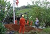 Đốn cây đổ vào đường dây điện, khiến hai xã mất điện 10h