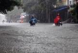 Mưa lớn, nhiều tuyến đường ở Hà Tĩnh ngập sâu