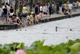 Khách Trung Quốc bị chỉ trích vì rửa chân ở hồ di sản thế giới