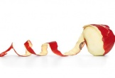 Nên ăn táo cả vỏ hay gọt vỏ?