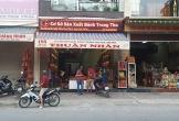 6 kẻ bịt mặt chém gục người đàn ông trước tiệm bánh trung thu