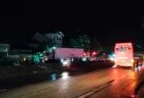 Nghệ An: Sang đường lúc trời mưa, 1 người bị xe tải tông chết