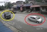 Đột ngột dừng giữa đường, ôtô con bị xe tải đâm thẳng từ phía sau