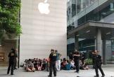Báo quốc tế ấn tượng với cảnh người Việt xếp hàng để sở hữu iPhone Xs đầu tiên