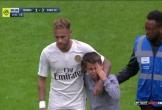 Hành động cực đẹp của Neymar trên sân cỏ