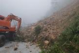Sạt lở nghiêm trọng tại Quốc lộ 8A, cửa khẩu quốc tế Cầu Treo bị chia cắt