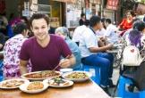 """Khách Tây hướng dẫn cách ăn đặc sản """"rùng rợn"""" của người Việt"""