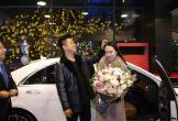 Vợ chồng Tuấn Hưng mua xế hộp 5 tỷ đồng đón năm mới