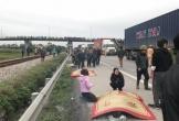 Xe tải đâm đoàn đưa tang, 9 người chết