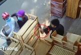 Cướp giật điện thoại nhanh như chớp khiến nạn nhân 'đứng hình'