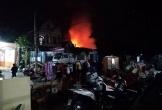 Hà Tĩnh: 3 ngôi nhà bốc cháy trong đêm, dân hoảng loạn tháo chạy