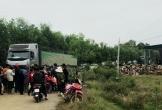 Người dân tiếp tục chặn xe vào nhà máy do nghi chở hóa chất độc hại