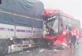 Xe tải đâm xe giường nằm, 1 người chết, hàng chục người bị thương
