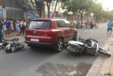 Nữ tài xế ô tô liên tục bấm còi, sau đó tông nhiều xe máy đang dừng bên đường
