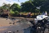 Xe rước dâu đâm trực diện xe tải, 2 người thương nặng