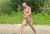 Phản cảm du khách nước ngoài khỏa thân tắm biển Đà Nẵng giữa thanh thiên bạch nhật
