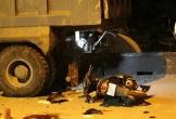 2 xe máy tông trực diện vào đuôi xe tải dừng đột ngột giữa đường