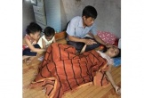 Khánh kiệt vì 3/4 người trong gia đình mắc bạo bệnh