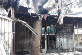 Cháy lớn thiêu rụi 4 ki ốt trong chợ, một cháu bé 8 tuổi tử vong