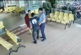 Clip: Tài xế BeCar lao vào bệnh viện hành hung sản phụ vì mâu thuẫn hủy chuyến