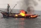 Cháy tàu cá trên biển, 7 ngư dân Nghệ An được cứu thoát chết