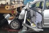 Hà Tĩnh: Đâm vào đuôi xe container, tài xế bị thương mắc kẹt trong buồng lái