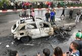 Nhân chứng kinh hoàng kể lại vụ xe sang bốc cháy dữ dội sau tai nạn giao thông ở Hà Nội