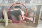 Cặp đôi thản nhiên 'thân mật' giữa quán cà phê khiến nhiều người 'nóng mắt'