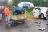 2 ô tô tông nhau, 3 cha con đi xe máy thương vong