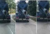 Hà Tĩnh: Phẫn nộ xe trộn bê tông vừa đi vừa rải chất thải xuống đường