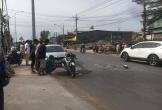 Va chạm ô tô rồi lao qua đường ngược chiều, cặp vợ chồng bị cán thương vong