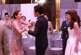 Đứng chụp ảnh mà chồng và phù dâu còn tranh thủ nắm tay nhau, vợ 'ra chiêu' khiến cả hai bẽ bàng