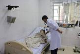 Sưởi ấm bằng than trong phòng kín, 2 bà cháu nhập viện cấp cứu