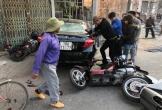 """Nhầm chân ga, ô tô """"điên"""" gây tai nạn liên hoàn với hàng loạt xe máy"""