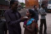 Cuộc sống tạm bợ, đầy tủi nhục của những cô gái trong khu đèn đỏ khét tiếng tại Ấn Độ