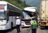 Xe container đấu đầu xe khách, 11 du khách Hàn Quốc nhập viện