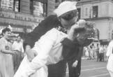 Chàng thủy thủ trong bức ảnh nụ hôn biểu tượng kết thúc Thế chiến II ở Quảng trường Thời đại đã qua đời ở tuổi 95