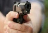 Nhóm côn đồ bao vây nhà dân, bắn bị thương một người