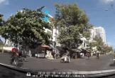 Tài xế ôtô giật mình khi xe máy tự té trước đầu xe