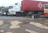 Hà Tĩnh: Xe đầu kéo đâm xe camry, 2 tài xế bị thương nặng