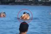 Cặp đôi vô tư 'ân ái' ngay giữa biển, thái độ của những người xung quanh còn đáng kinh ngạc hơn