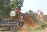 Xã 'vượt mặt' tỉnh, tự ý thuê máy khai thác đất trái phép ở Hà Tĩnh
