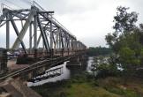 Phát hiện thi thể một phụ nữ dưới sông, để lại đôi dép trên cầu