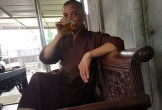Sư trụ trì cầm ly bia nói về việc 'thả chó cắn nát mặt Phật tử'