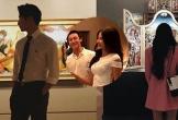 Á hậu Hoàng Thùy hẹn hò với Rocker Nguyễn?