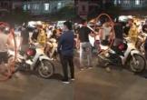 Nam thanh niên sờ mông cô gái giữa phố Hà Nội có thể bị phạt đến... 300 nghìn đồng?