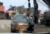 Người đàn ông thản nhiên đỗ xe ngược chiều để vào ăn vịt quay